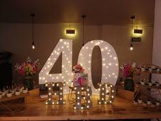 """23 Me gusta, 26 comentarios - Maria del Pilar Núñez Vega (@poshdecobox) en Instagram: """"Fabulosos 40 muy especiales! Decoración @poshdecobox Torta @graciatortasypostres Restaurante…"""" Baby Shower, Table Decorations, Furniture, Instagram, Home Decor, Restaurants, Events, Weddings, Babyshower"""