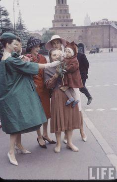 Dior models in Moscow, July 1959. Photos by Howard Sochurek.