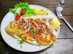 Maischolle mit Speckwürfeln   Maischolle mit Speckwürfeln   Kochleben Vegetable Pizza, Vegetables, Food, Fried Onions, Fish Dishes, Fresh, Easy Meals, Chef Recipes, Cooking