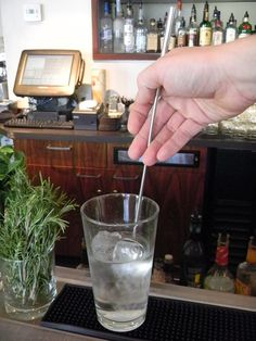 Properly stirring a cocktail