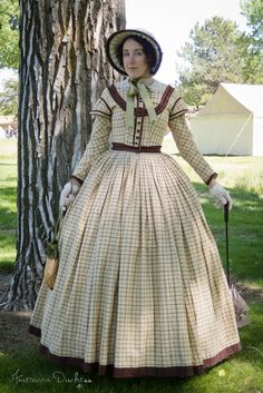 Lauren R's (American Duchess) dressmaking talents strike again with this beautifully constructed antebellum day dress - wonderful!