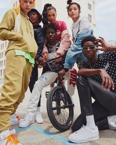 Nike Sport Pack Collection - SneakersBR In the last 30 years, the evolution of Group Photography Poses, Group Photo Poses, Sport Photography, Lifestyle Photography, Fashion Photography, Picture Poses, Picture Outfits, Children Photography, Pool Bar