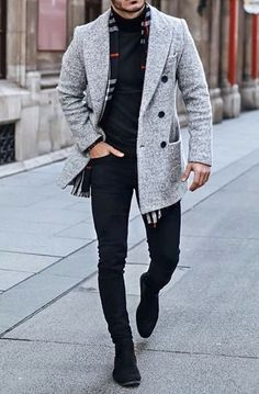 Just check out this very stylish men's winter outfit! A grey overcoat with black buttons, black sweater black jeans with black boots and tie together with a grey, black and red plaid sweater! Winter Outfits Men, Stylish Mens Outfits, Outfit Winter, Mens Fashion Blazer, Nyc Mens Fashion, Moda Formal, Style Masculin, Bcbg, Look Man