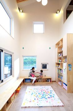 homify에는 인테리어 디자인과 관련한 수많은 사진들이 있습니다. 여기에서 영감을 얻어 가세요. Living Room Kitchen, Kid Spaces, Space Saving, Kids Playing, Kids Rugs, Couch, Windows, Dining, Interior Design