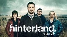 Bir İngiliz dizisi olarak Birleşik Krallık tarafından üretilen Hinterland birçok kişi tarafından bilinmemektedir. Polisiye temalı olması diziden alacağınız maksimum heyecanı simgeliyor.  Daha fazlası için: http://www.harikadizi4.com/blog/hinterland-dizi-tanitimi/