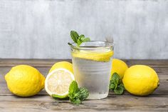 It's no secret that drinking lemon water can have miraculous effects on the body. But depending where you get your information, it can be a bit confusing on when the best time to drink lemon water … Health Tips, Health And Wellness, Health Fitness, Zero Calorie Foods, Lemonade Diet, Drinking Lemon Water, Lemon Detox, Healthy Snacks For Diabetics, Immune System