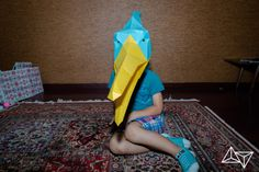 This adorable girl in a pterodactyl costume! She's so cute! And Halloween ready! #Halloween #costume #Halloween_costume #mask #DIY_Halloween #DIY_Costume #DIY_Mask