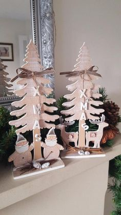 Cute Shabby Country Style Chic Small Wooden Christmas Tree Standing Decoration