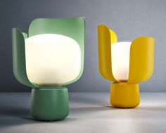 A small blossom of light, the FontanaArte Blom Table Lamp is a charming reminder of springtime. Small enough to go anywhere. By Andreas Engesvik for FontanaArte. http://zocko.it/LEYYW