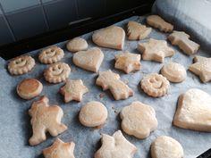 Xmas cookies Bolognese, Xmas Cookies, Desserts, Food, Christmas Cookies, Tailgate Desserts, Meal, Dessert, Eten