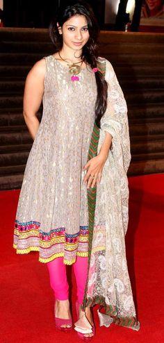 Tanishaa Mukherjee at the premiere of 'Mai' #Bollywood #Fashion