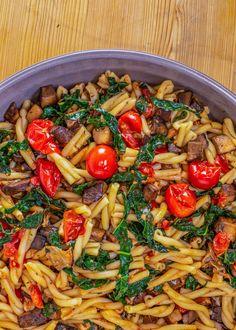 Pasta w/ Portobellos, Cherry Tomatoes & Greens Green Vegetarian, Vegetarian Recipes, Healthy Recipes, Vegan Meals, Healthy Foods, Pasta Recipes, Dinner Recipes, Cooking Recipes, Rachel Ray Recipes