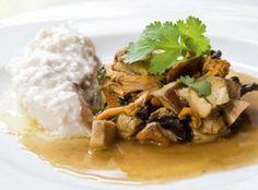 Gekonfijte kabeljauw met bospaddenstoelen en koriander - Recepten - Culinair - KnackWeekend.be
