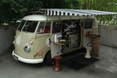 Muriel the Kombi can be found most days at the base of the Cutting Edge building down by the river, with a posse of film types and West End strays milling around. Mobile Cafe, Mobile Shop, Mobile Kiosk, Kombi Food Truck, Brisbane, Starting A Food Truck, Mobile Coffee Shop, Coffee Trailer, Food Truck Business