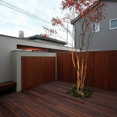 TOYAハウスの建築事例写真 Sumika, Garage Doors, Architecture, Outdoor Decor, Balcony, Home Decor, Arquitetura, Decoration Home, Room Decor