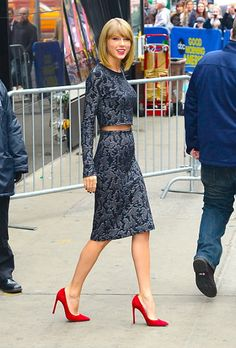 Taylor Swift - Calvin Klein resort 2015 & Stuart Weitzman pumps