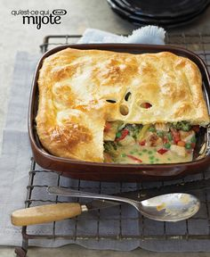 Try classic baked chicken recipes by Kraft Recipes tonight! From simple weeknight dishes to party food, you can find the best baked chicken recipes here. Kraft Foods, Kraft Recipes, Pie Recipes, Casserole Recipes, Cooking Recipes, Chicken Casserole, Chicken Potpie, What's Cooking, Turkey Recipes