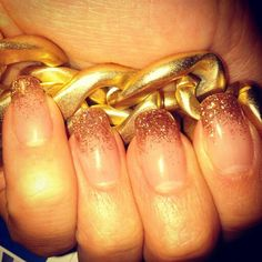 Gel/acryl nails gold glitter manicure