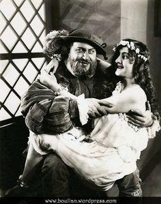 Emil Jannings as Henry VIII and Henny Porten as Anne Boleyn in the German silent film Anna Boleyn in 1920.