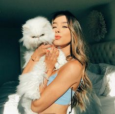 Just a girl and her cat😻 . Do you guys like IPhone photos like this or professional photos better? Let me know in the comments! Cute Girl Pic, Cute Girls, Sierra Furtado Instagram, Tattoo L, Professional Photo Shoot, Girl Photo Poses, Girls Dp, Foto Pose, Cat Photography
