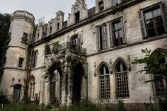 The abandoned Chateau Clochard in Picardie, France. (by _wysiwyg_, via Flickr)