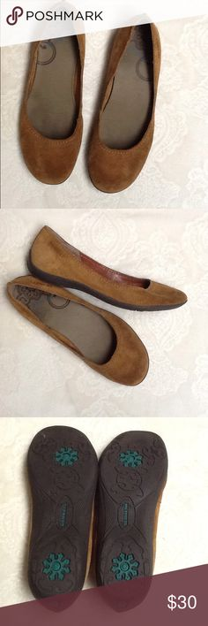Merrell Avesso Oak Brown Suede flats. Size 8 Merrell Avesso Oak Brown Suede flats. Size 8  Like new! Merrell Shoes Flats & Loafers