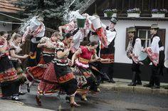 Hungarian Easter celebrations - PHOTOS - Daily News Hungary Hungarian Dance, Schengen Area, Dance Wallpaper, Folk Clothing, Danube River, Beauty Around The World, Folk Dance, Easter Celebration, Central Europe