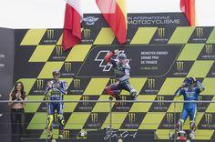 El español Jorge Lorenzo (Yamaha YZR M 1) consiguió su segunda victoria de la temporada a imponerse en el Gran Premio de Francia de MotoGP que se disputó en el circuito de Le Mans y que con la caída de su compatriota Marc Márquez (Repsol Honda RC 213 V) le permite encaramarse al liderato en la clasificación provisional del mundial.