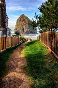 Who says #California has the best #beaches? The shore at Haystack Rock at Cannon Beach in Oregon looks pretty spectacular to us at #TOMS. Photo via nomadic