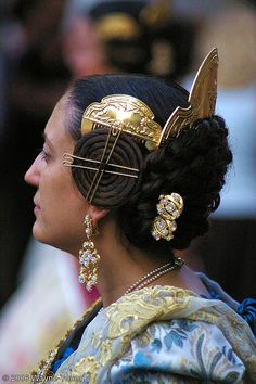 *SPAIN ~ Traditional dress of Valencia, We Are The World, People Around The World, Folklore, Costumes Around The World, Spanish Culture, Valencia Spain, Ethnic Dress, Inspiration Mode, Tribal Fashion
