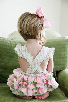 Love the ruffle butts for little girls:) Trendy Hairstyles, Bob Hairstyles, Female Hairstyles, Short Hair Cuts, Short Hair Styles, Little Girl Haircuts, Kids Short Haircuts, Kids Bob Haircut, Peinados Pin Up