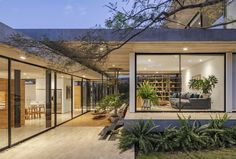 Image 1 of 58 from gallery of Tacuri House / Gabriel Rivera Arquitectos. Photograph by BICUBIK Patio Interior, Home Interior Design, Interior And Exterior, Future House, My House, Luxury Modern Homes, Minnesota Home, Internal Courtyard, 2 Bedroom House Plans
