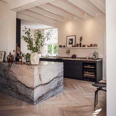 Kitchen Dinning, New Kitchen, Kitchen Island, Küchen Design, House Design, Block Design, Interior Decorating, Interior Design, Open Plan Kitchen