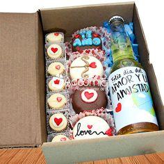Anniversary Gift Ideas For Him Boyfriend, Boyfriend Gifts, Candy Gift Box, Candy Gifts, Craft Gifts, Diy Gifts, Diy Birthday, Birthday Gifts, Chocolates