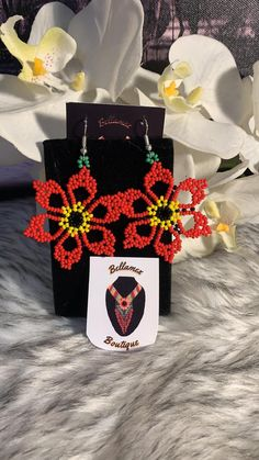 All jewelry is handcrafted by artisans from the most representative areas of huichol art. Seed Bead Jewelry, Bead Jewellery, Bead Earrings, Beaded Jewelry, Handmade Jewelry, Beaded Flowers Patterns, Seed Bead Patterns, Beading Patterns, Beading Projects