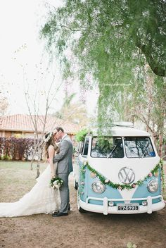 grinalda de flores e cabelo January Wedding, Our Wedding Day, Wedding Pics, Wedding Trends, Perfect Wedding, Aqua Wedding, Boho Wedding, Dream Wedding, Wedding Car Decorations