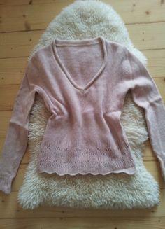 Įsigyk mano drabužį #Vinted http://www.vinted.lt/moteriski-drabuziai/v-formos-megztiniai/17583408-romantiskas-rozinis-megztinukas-su-pagrazinimais