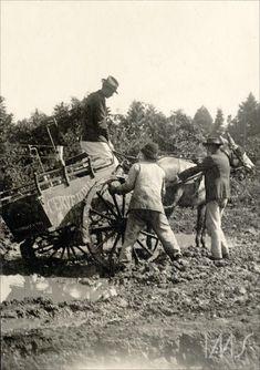 carroça de cervejaria atolada na lama - 1910 circa