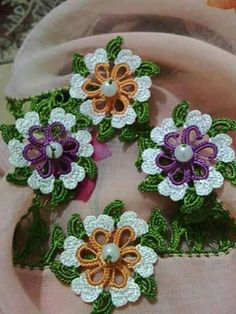 This Pin was discovered by HUZ Crochet Borders, Crochet Flower Patterns, Crochet Flowers, Crochet Lace, Lace Making, Baby Kind, Tatting, Victorian, Homemade