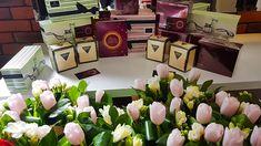 Sarbatorim 8 Martie printre flori si cadouri. La VivaDiva gasesti zilnic veselie si voie buna! La multi ani tuturor femeilor, mamelor si domnisoarelor! Sa va bucurati din plin de aceasta primavara! #flowers #girlswithtattoos  #job #iasi #flowers #videochat #present