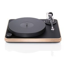 The Concept turntable receves a bright new wooden finish, plug + play design already set up at the Clearaudio factory complete with arm and cartridge. Available with moving magnet (MM) or moving coil (MC) cartridge pre-fitted. HERE IS THE USER MANUAL.