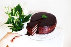 Bezglutenowy tort czekoladowo-miętowy z mąki kokosowej