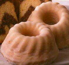 Süßes Kleingebäck mit Eierlikör zu Ostern oder anderen Feiertagen