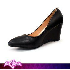 Los ojos pueden engañar Las sonrisas se pueden fingir Pero los zapatos… ¡Los #zapatos nunca mienten!  1er.Piso
