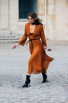Here's how Karlie Kloss, Emily Ratajkowski and Camille Rowe do PFW street style