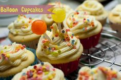 Balloon cupcakes with vanilla cream by deli from the valley /// Ballon Cupcakes mit Vanillecreme