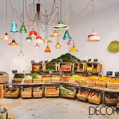 Restaurante e mercado espanhol tem móveis reeditados por designers renomados. Veja mais: