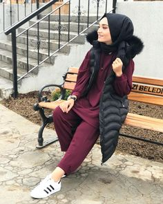 In the last 30 years, the evolution of fashion has been doing parallel with contemporary Niqab Fashion, Muslim Fashion, Modest Fashion, Fashion Outfits, Hijab Wear, Casual Hijab Outfit, Hijab Chic, Hijab Hipster, Hijab Collection