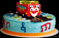 Wheels-on-the-bus cake