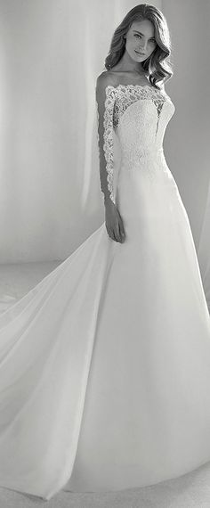 Gorgeous Tulle & Organza Bateau Neckline A-line Wedding Dress With Lace Appliques